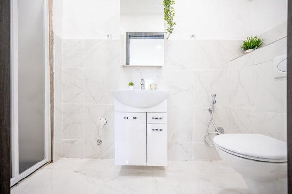 Apuesta por una distribución funcional en el baño de tu hogar
